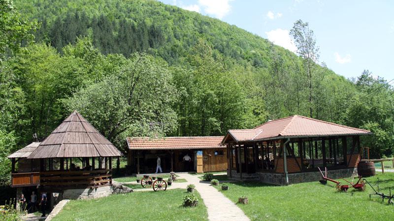 lukovske-kolibe-800x450-03